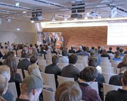 Präsentation des Projekts (am Rednerpult: Julian Juhas)